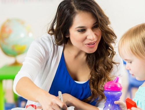 L'éducateur de jeunes enfants (EJE) est un spécialiste qui favorise l'épanouissement des enfants de 0 à 7 ans.