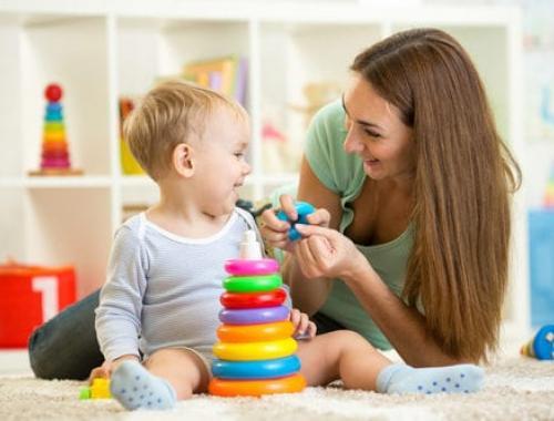 MaCigogne est un dispositif qui entend permettre aux demandeurs d'emploi de trouver une solution d'accueil ponctuel pour faire garder leurs enfants.