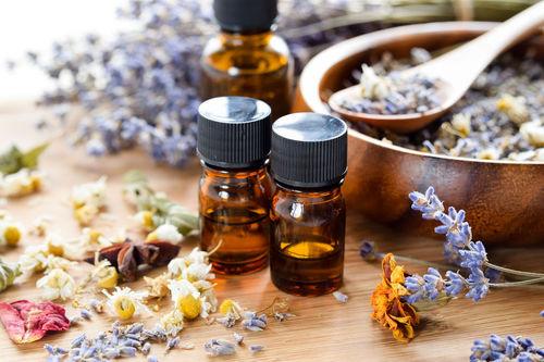 Les produits naturels et notamment l'aromathérapie sont de plus en plus utilisés dans les instituts de beauté.