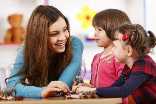 Avec le CAP Accompagnant éducatif petite enfance (AEPE), une assistante maternelle pourra aller travailler en crèche si elle le souhaite au cours de sa vie professionnelle