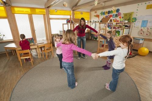 Maltraitance et bientraitance sont des notions fondamentales du nouveau CAP Petite enfance, le CAP Accompagnant éducatif petite enfance (AEPE).