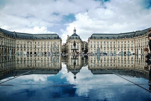 Bordeaux est la ville idéale pour suivre sa formation prothésiste ongulaire par correspondance.