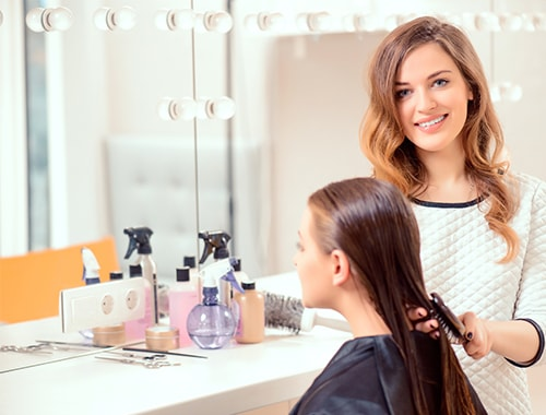 Pour l'examen du cap coiffure en candidat libre avec espace concours, vous aurez besoin de deux personnes : un homme et une femme âgés tous deux de plus de 15 et 18 ans