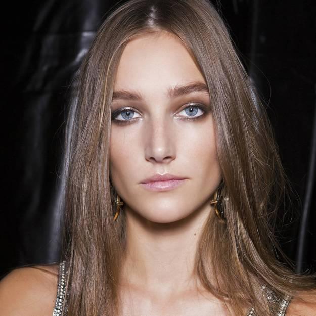 Il est possible de réussir son maquillage du Nouvel An sans pour autant suivre une formation en esthetique.