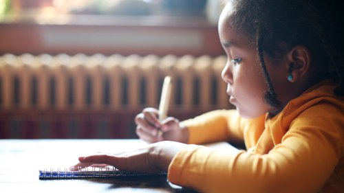 Découvrez la formation petite enfance, le CAP Accompagnant Educatif Petite Enfance (CAP AEPE) à distance.