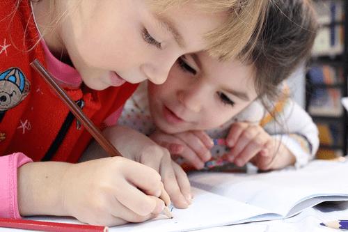 Formez-vous avec Espace Concours au CAP Accompagnant Educatif Petite Enfance (CAP AEPE) par correspondance.