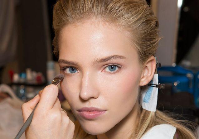 Pour savoir faire tenir son maquillage du matin jusqu'au soir, vous pouvez faire une formation esthétique avec Espace Concours notamment au CAP Esthétique Cosmétique Parfumerie.