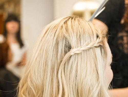 Vous allez tout savoir sur l'univers de la coiffure en suivant notre CAP Coiffure à distance notamment comment éviter la chute des cheveux et bien plus encore !