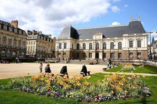 Rennes est la ville parfaite pour préparer sa formation esthetique.