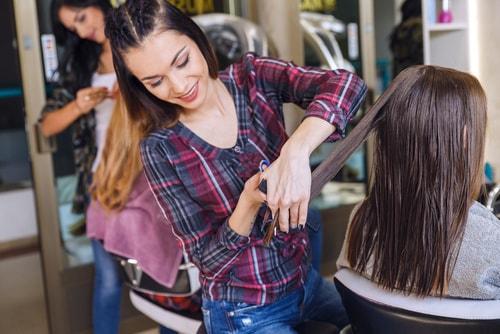 Un CAP Coiffure peut être une première étape pour un jour ouvrir son propre salon de coiffure.
