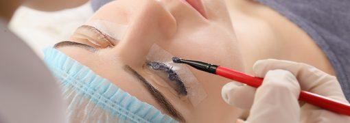 Comment obtenir un regard noir et dense sans mascara grâce à la teinture des cils ?