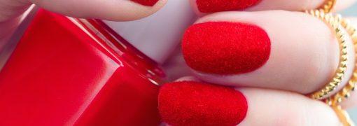 La tendance velvet nails pour des ongles de velours !