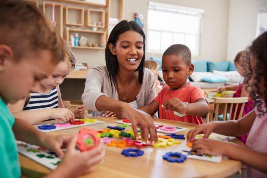 Au quotidien, l'ATSEM a un rôle prépondérant au sein d'une école maternelle.