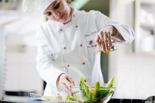 Se reconvertir dans la restauration, c'est possible avec la formation au CAP Cuisine.