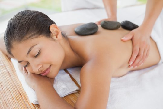 massage aux pierres chaudes bienfaits